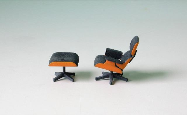 """""""So entstand diese perfekte kleine Miniatur von Charles Eames klassischem Lounge Chair gleich zweifarbig; vom amerikanischen Designstudenten Kevin Spencer.""""  Kreatives Design: Mini-Eames-Chair aus dem 3D-Drucker Wohn DesignTrend Mini Eames Chair aus dem 3D Drucker von Kevin Spencer 05"""