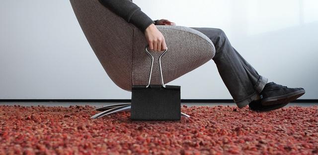 """""""Die Clip Bag von Peter Bristol aus Seattle ist ein Ausnahmefall. Es kommt selten vor, dass eine Form ohne Übersetzung neu benutzt werden kann.""""  Mode & Lifestyle: Handtasche im Clip-Format Wohn DesignTrend ModeLifestyle Handtasche im Clip Format 05"""