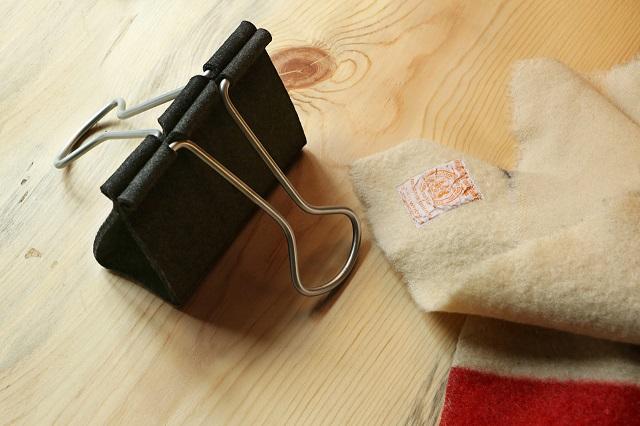 """""""Die Clip Bag von Peter Bristol aus Seattle ist ein Ausnahmefall. Es kommt selten vor, dass eine Form ohne Übersetzung neu benutzt werden kann.""""  Mode & Lifestyle: Handtasche im Clip-Format Wohn DesignTrend ModeLifestyle Handtasche im Clip Format 07"""