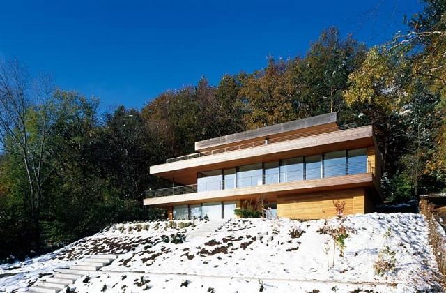 """""""Wohnhaus Heilbronn von K_m Architektur in Deutschland. Holz ist ein ganz besonderes Baumaterial. Holz ist traditionell und modern zugleich.""""  Wohnhaus Heilbronn von K_m Architektur in Deutschland Wohn DesignTrend Wohnhaus Heilbronn von K m Architektur in Deutschland 01"""