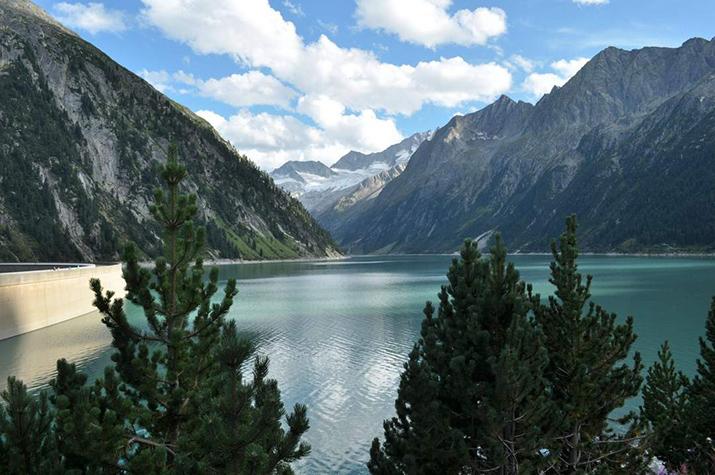 """""""Österreich ist voll von atemberaubenden Naturspots. Von Wien bis Bregenz, das Land kann eine Landschaft vorweisen, die an keinem anderen Ort vorgefunden werden kann  TOP 10 schönsten Naturspots in Österreich 3 lake Schlegeis"""