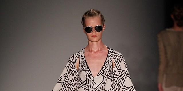 """""""DAWID TOMASZEWSKI ist während der Mercedes-Benz Fashion Week Berlin immer Garant für eine dramatische, beinahe schon theatralische Show. Spring/Summer 2014."""""""