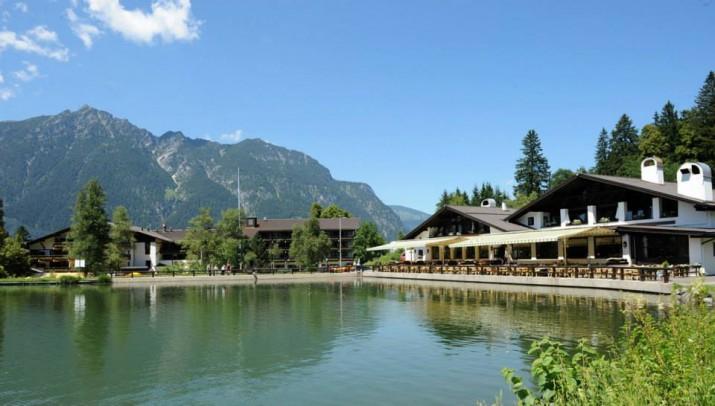 """""""Inmitten der atemberaubenden Alpenlandschaft, hoch über den Dächern von Garmisch-Partenkirchen, gibt das Riessersee Hotel Resort die besten Aussichten.""""  Urlaub am Riessersee Hotel Resort Wohn DesignTrend Urlaub am Riessersee Hotel Resort 01 e1374221671351"""