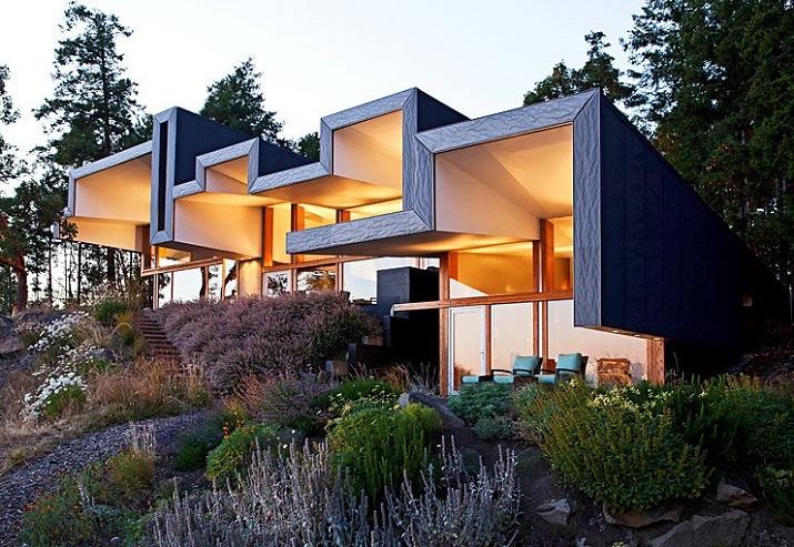 """""""Wohndesign: Glasbau mit gefaltetem Dach. Ein Basislager für Ausflüge in die Natur, vor allem aber einen perfekten Resonanzraum wünschten sich die Hausherren.""""  Wohndesign: Glasbau mit gefaltetem Dach Wohn DesignTrend Wohndesign Glasbau mit gefaltetem Dach 01"""