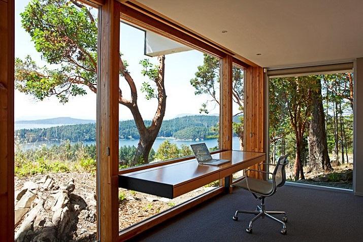 """""""Wohndesign: Glasbau mit gefaltetem Dach. Ein Basislager für Ausflüge in die Natur, vor allem aber einen perfekten Resonanzraum wünschten sich die Hausherren.""""  Wohndesign: Glasbau mit gefaltetem Dach Wohn DesignTrend Wohndesign Glasbau mit gefaltetem Dach 03"""