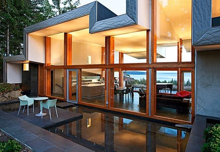 """""""Wohndesign: Glasbau mit gefaltetem Dach. Ein Basislager für Ausflüge in die Natur, vor allem aber einen perfekten Resonanzraum wünschten sich die Hausherren.""""  Wohndesign: Glasbau mit gefaltetem Dach Wohn DesignTrend Wohndesign Glasbau mit gefaltetem Dach 04"""