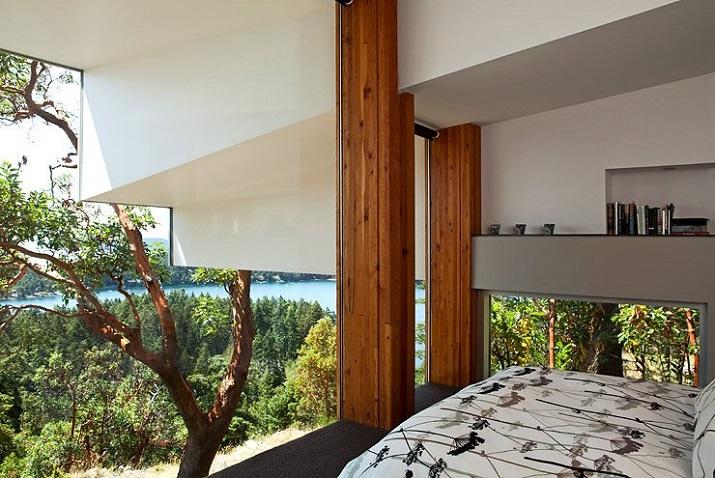 """""""Wohndesign: Glasbau mit gefaltetem Dach. Ein Basislager für Ausflüge in die Natur, vor allem aber einen perfekten Resonanzraum wünschten sich die Hausherren.""""  Wohndesign: Glasbau mit gefaltetem Dach Wohn DesignTrend Wohndesign Glasbau mit gefaltetem Dach 06"""
