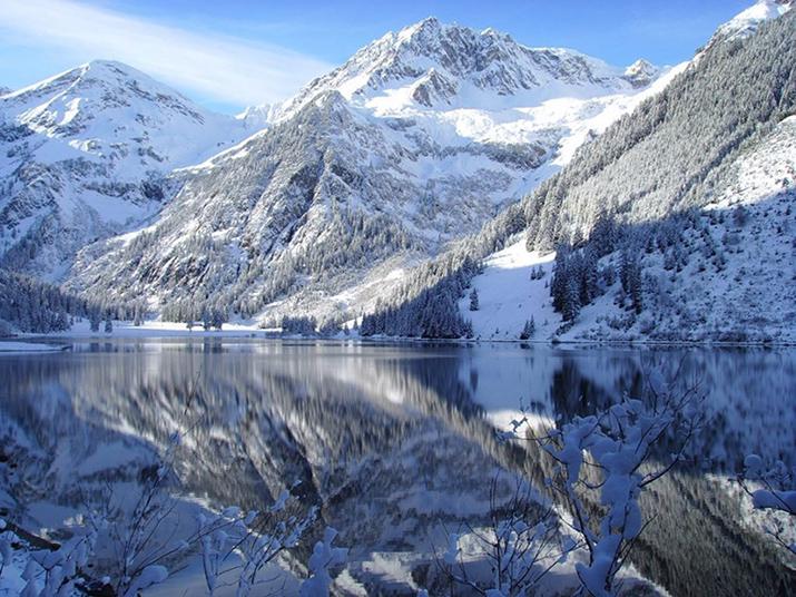 """""""Österreich ist voll von atemberaubenden Naturspots. Von Wien bis Bregenz, das Land kann eine Landschaft vorweisen, die an keinem anderen Ort vorgefunden werden kann  TOP 10 schönsten Naturspots in Österreich vilsalpsee am 021209 nicht zu 14642"""