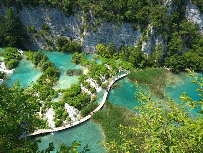 """""""Lonley Planet's Top 10 europäische Zielorte für 2013, die 10 Orte, von denen wir meinen, Reisende sollten sie besuchen, wenn sie sich gerade auf dem Weg nach Europa befinden.""""  TOP 10 EUROPEAN TRAVEL DESTINATIONS FOR 2013 15"""