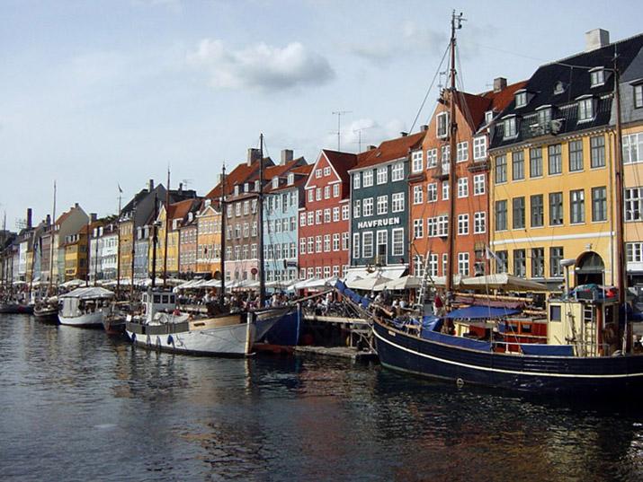 """""""Lonley Planet's Top 10 europäische Zielorte für 2013, die 10 Orte, von denen wir meinen, Reisende sollten sie besuchen, wenn sie sich gerade auf dem Weg nach Europa befinden.""""  TOP 10 EUROPEAN TRAVEL DESTINATIONS FOR 2013 19"""
