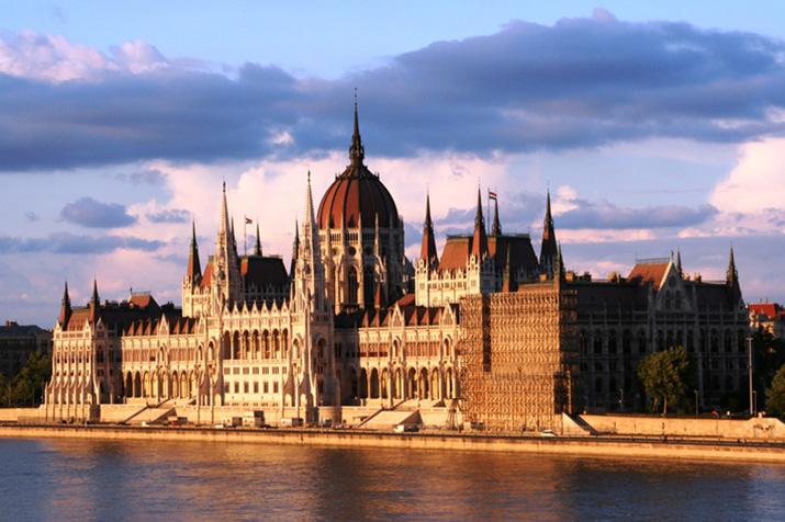 """""""Lonley Planet's Top 10 europäische Zielorte für 2013, die 10 Orte, von denen wir meinen, Reisende sollten sie besuchen, wenn sie sich gerade auf dem Weg nach Europa befinden.""""  TOP 10 EUROPEAN TRAVEL DESTINATIONS FOR 2013 4"""