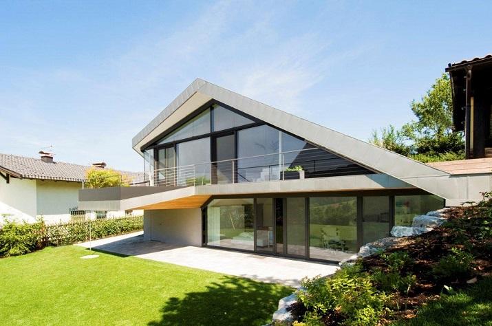 """""""Das Haus H, ansässig in Salzburg, Österreich, ist ein Projekt, das von den Smartvoll Architekten ZT KG entworfen wurde und 2010 präzisiert wurde.""""  Wohntrends: House H von Smartvoll Architekten ZT KG Wohn DesignTrend Haus H 01"""