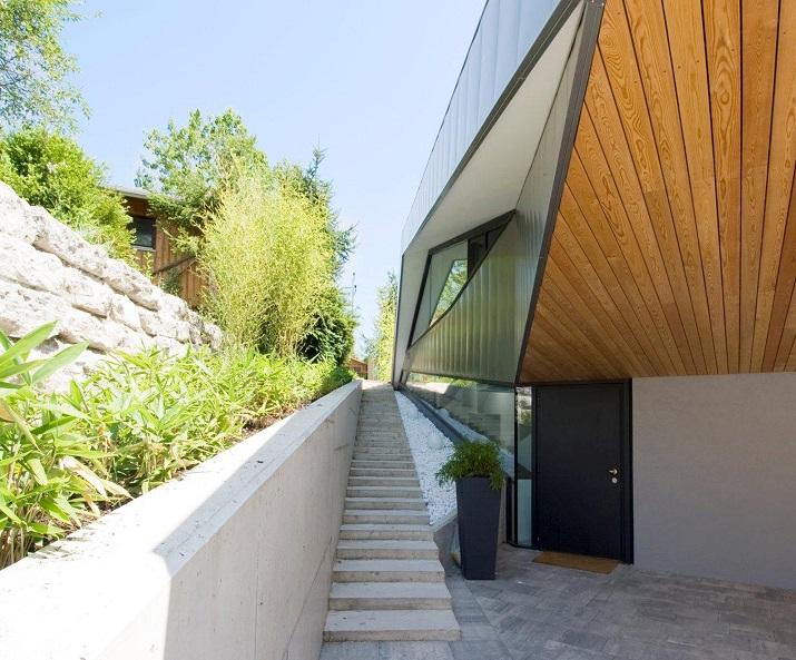 """""""Das Haus H, ansässig in Salzburg, Österreich, ist ein Projekt, das von den Smartvoll Architekten ZT KG entworfen wurde und 2010 präzisiert wurde.""""  Wohntrends: House H von Smartvoll Architekten ZT KG Wohn DesignTrend Haus H 02"""