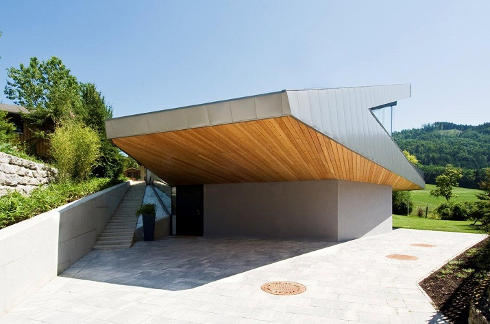 """""""Das Haus H, ansässig in Salzburg, Österreich, ist ein Projekt, das von den Smartvoll Architekten ZT KG entworfen wurde und 2010 präzisiert wurde.""""  Wohntrends: House H von Smartvoll Architekten ZT KG Wohn DesignTrend Haus H 03"""
