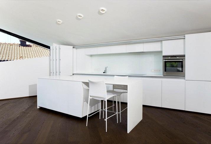 """""""Das Haus H, ansässig in Salzburg, Österreich, ist ein Projekt, das von den Smartvoll Architekten ZT KG entworfen wurde und 2010 präzisiert wurde.""""  Wohntrends: House H von Smartvoll Architekten ZT KG Wohn DesignTrend Haus H 06"""
