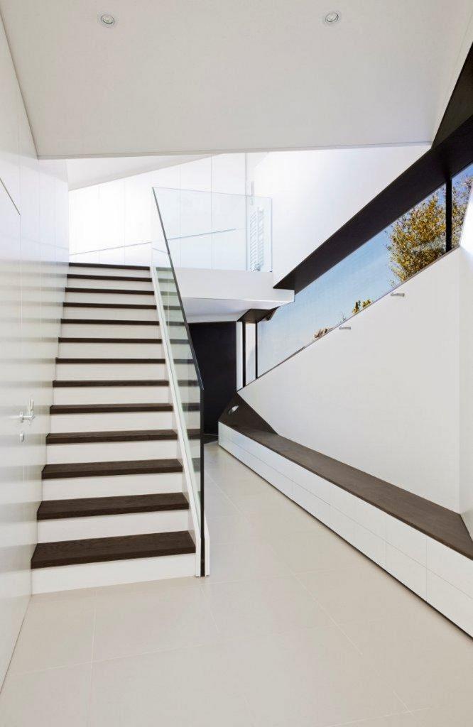 """""""Das Haus H, ansässig in Salzburg, Österreich, ist ein Projekt, das von den Smartvoll Architekten ZT KG entworfen wurde und 2010 präzisiert wurde.""""  Wohntrends: House H von Smartvoll Architekten ZT KG Wohn DesignTrend Haus H 07"""