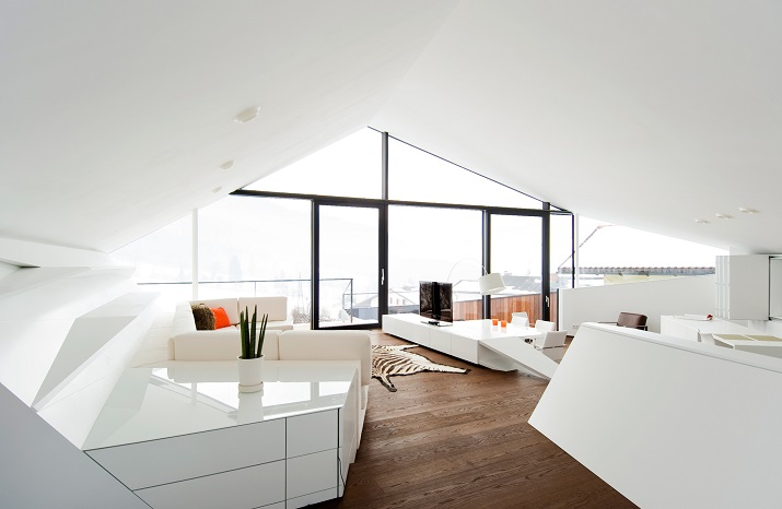 """""""Das Haus H, ansässig in Salzburg, Österreich, ist ein Projekt, das von den Smartvoll Architekten ZT KG entworfen wurde und 2010 präzisiert wurde.""""  Wohntrends: House H von Smartvoll Architekten ZT KG Wohn DesignTrend Haus H 09"""