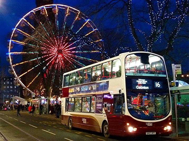 """""""Die besten 10 Städte um die Welt, wo Weihnachten eine erstaunliche Feier geworden ist.""""  10 Meiste Festliche Weihnachten-Städte 10 Meiste Festliche Weihnachten St  dte Edinburgh"""