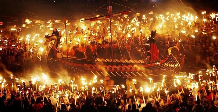 """""""Jährlich einige der Länder um den Welthalt magische Festivals. Der brasilianischen Karneval und spanische männliche Verfolgung ist weltweit berühmt.""""  20 Erstaunliche Festspiele um die Welt 20 Erstaunliche Festspiele um die Welt 07"""