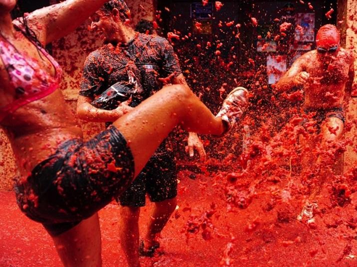 """""""Jährlich einige der Länder um den Welthalt magische Festivals. Der brasilianischen Karneval und spanische männliche Verfolgung ist weltweit berühmt.""""  20 Erstaunliche Festspiele um die Welt 20 Erstaunliche Festspiele um die Welt 10"""