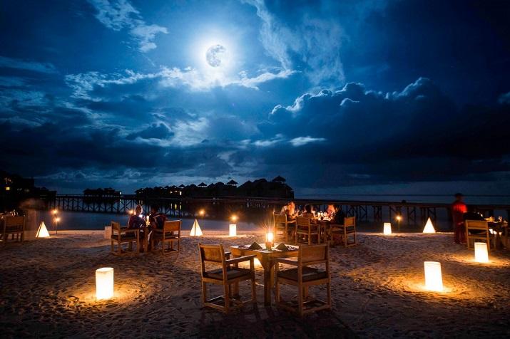 """""""Gili Lankanfushi: Das 5-Sterne-Resort vereint den puren und unverfälschten Zauber der Malediven mit Luxus, Wellness und perfektem Service.""""  Gili Lankanfushi: Ein Geschmack des Himmels Gili Lankanfushi Ein Geschmack des Himmels 12"""