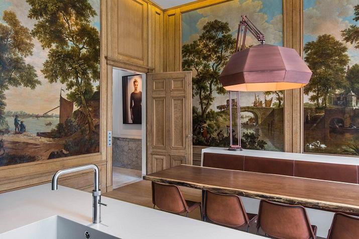 """""""Innenarchitekten Sigrid van Kleef und René van der Leest von Amsterdams Studio R U I M renovieren ein Grachtenhaus, um ein elegantes Haus zu schaffen.""""  Grachtenhaus Herengracht von Studio R U I M Grachtenhaus Herengracht von Studio R U I M 04"""