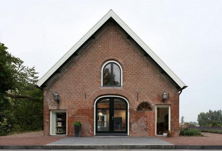 """""""Maxwan Architekten entwarf eine zeitgenössische Umwandlung eines alten Stalles in Geldermalsen, Die Niederlande.""""  House G von Maxwan Architekten House G von Maxwan Architekten 01"""