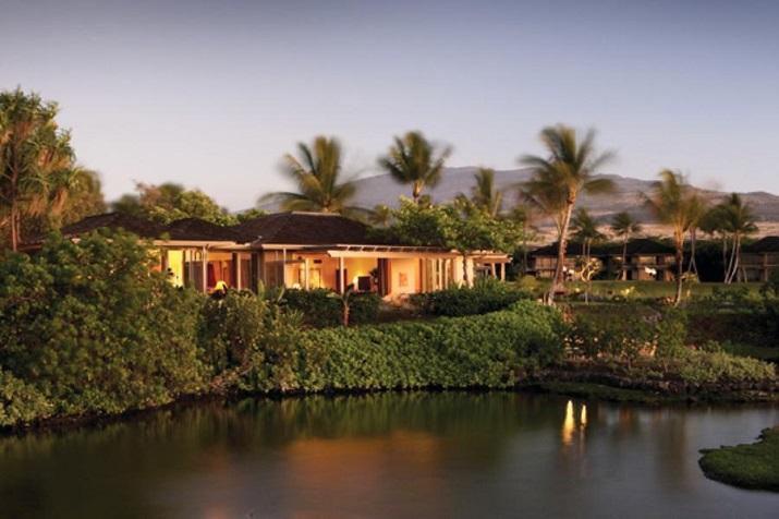 """""""Ich glaube, dass wir Entspannen am Pool verpassen. Finden Sie Ihr Traumbestimmungsort in dieser kurzen Liste der schönsten Hotelpools um die Welt.""""  TOP 10 unglaublichsten Hotelpools um die Welt Top 10 of the most beautiful hotel pools Four Seasons Hawaii"""