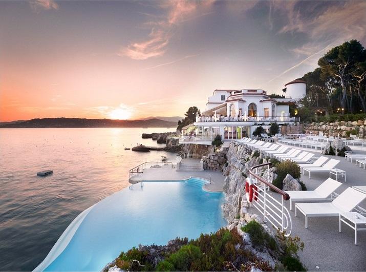 """""""Ich glaube, dass wir Entspannen am Pool verpassen. Finden Sie Ihr Traumbestimmungsort in dieser kurzen Liste der schönsten Hotelpools um die Welt.""""  TOP 10 unglaublichsten Hotelpools um die Welt Top 10 of the most beautiful hotel pools H  tel du Cap Eden Roc France"""