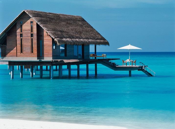 """""""Ich glaube, dass wir Entspannen am Pool verpassen. Finden Sie Ihr Traumbestimmungsort in dieser kurzen Liste der schönsten Hotelpools um die Welt.""""  TOP 10 unglaublichsten Hotelpools um die Welt Top 10 of the most beautiful hotel pools OneOnly Reethi Rah Maldives"""