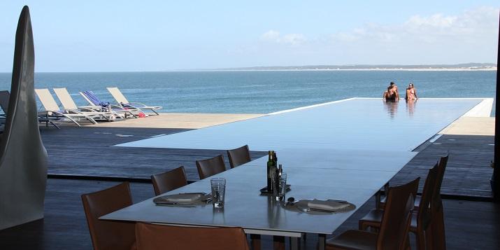 """""""Ich glaube, dass wir Entspannen am Pool verpassen. Finden Sie Ihr Traumbestimmungsort in dieser kurzen Liste der schönsten Hotelpools um die Welt.""""  TOP 10 unglaublichsten Hotelpools um die Welt Top 10 of the most beautiful hotel pools Playa Vik Jose Ignacio Urugay"""