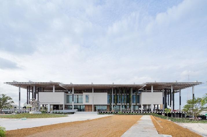 """""""Pérez Art Museum in Miami von Herzog & de Meuron eröffnet. Ein neues Museum für moderne und zeitgenössische Kunst soll zum Wahrzeichen von Miami werden.""""  Pérez Art Museum in Miami von Herzog & de Meuron P  rez Art Museum in Miami von Herzog de Meuron 01"""