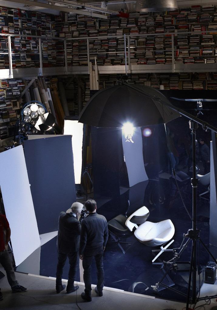 """""""Zum ersten Mal haben sich die berühmte Mode und kreative Ikone dafür entschieden, ein ursprüngliches fotographisches Projekt für eine Möbel-Marke auszuführen.""""  Karl Lagerfeld Fotografie für Cassina Karl Lagerfeld Fotografie f  r Cassina 01"""