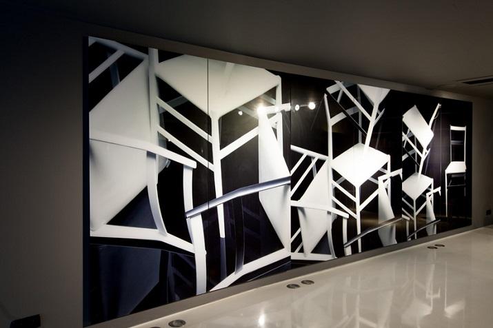 """""""Zum ersten Mal haben sich die berühmte Mode und kreative Ikone dafür entschieden, ein ursprüngliches fotographisches Projekt für eine Möbel-Marke auszuführen.""""  Karl Lagerfeld Fotografie für Cassina Karl Lagerfeld Fotografie f  r Cassina 07"""
