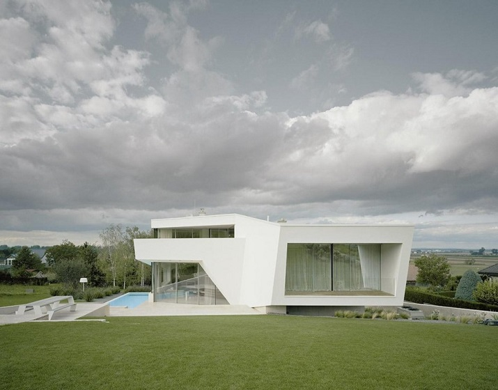 """""""Projekt A01 Architekten haben die Villa für eine Familie Freundorf bei Wien, Österreich konzipiert.""""  Villa Freundorf von Project A01 Architekten Villa Freundorf von Project A01 Architekten 01"""