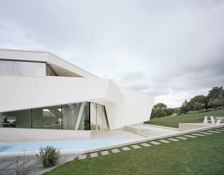 """""""Projekt A01 Architekten haben die Villa für eine Familie Freundorf bei Wien, Österreich konzipiert.""""  Villa Freundorf von Project A01 Architekten Villa Freundorf von Project A01 Architekten 02"""