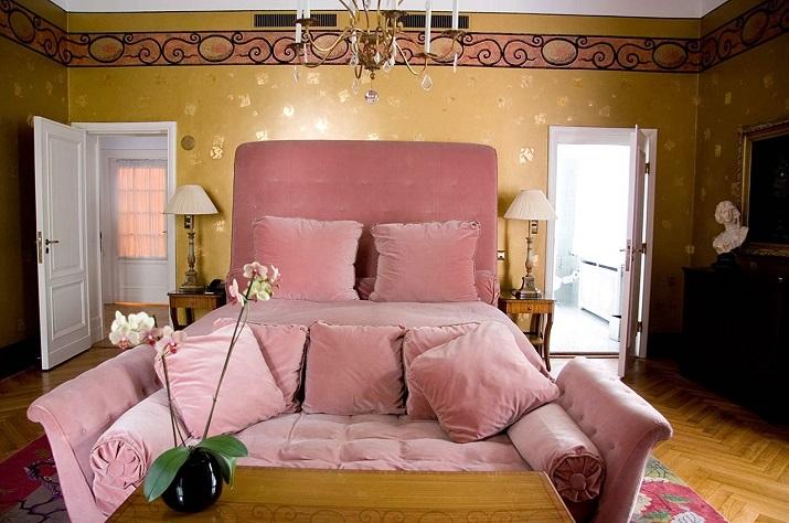 """""""Einige der Modedesigner haben ihre einzigartigen Unterschriften auf Suiten und Hotels durch die Welt gesetzt, die ebenso Schick sind wie ihre Kleidung."""" Designer Hotels 10 TOP Mode Designer Hotels und Suiten 10 TOP Mode Designer Hotels und Suiten Karl Lagerfeld Suite"""