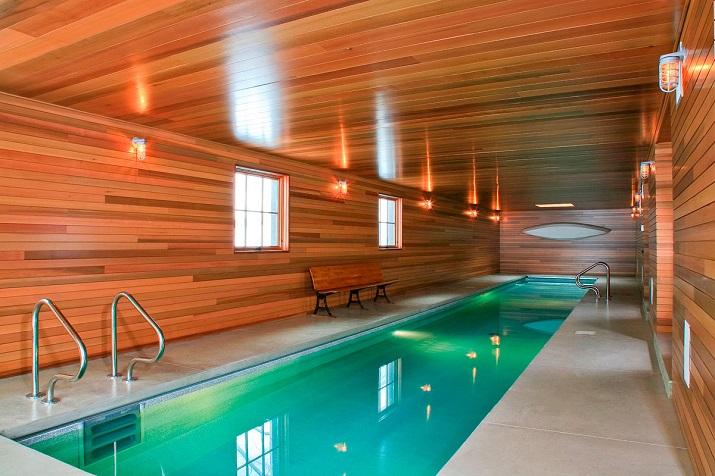 """""""10 Schwimmbäder in wärmeren Punkten, aber Spiel mit der Idee davon, Innen- und Außenraum zu vermischen.""""  10 moderne und luxuriöse Innenschwimmbäder 10 moderne und luxuri  se Innenschwimmb  der 03"""
