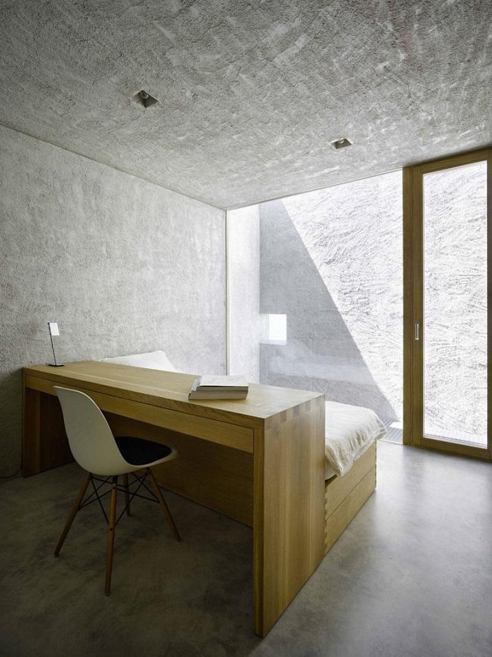 """""""Dieses elegante Haus, in Ranzo, die Schweiz, wird von Wespi de Meuron entworfen.""""  Betonhaus in Ranzo bei Wespi de Meuron Betonhaus in Ranzo bei Wespi de Meuron 08"""