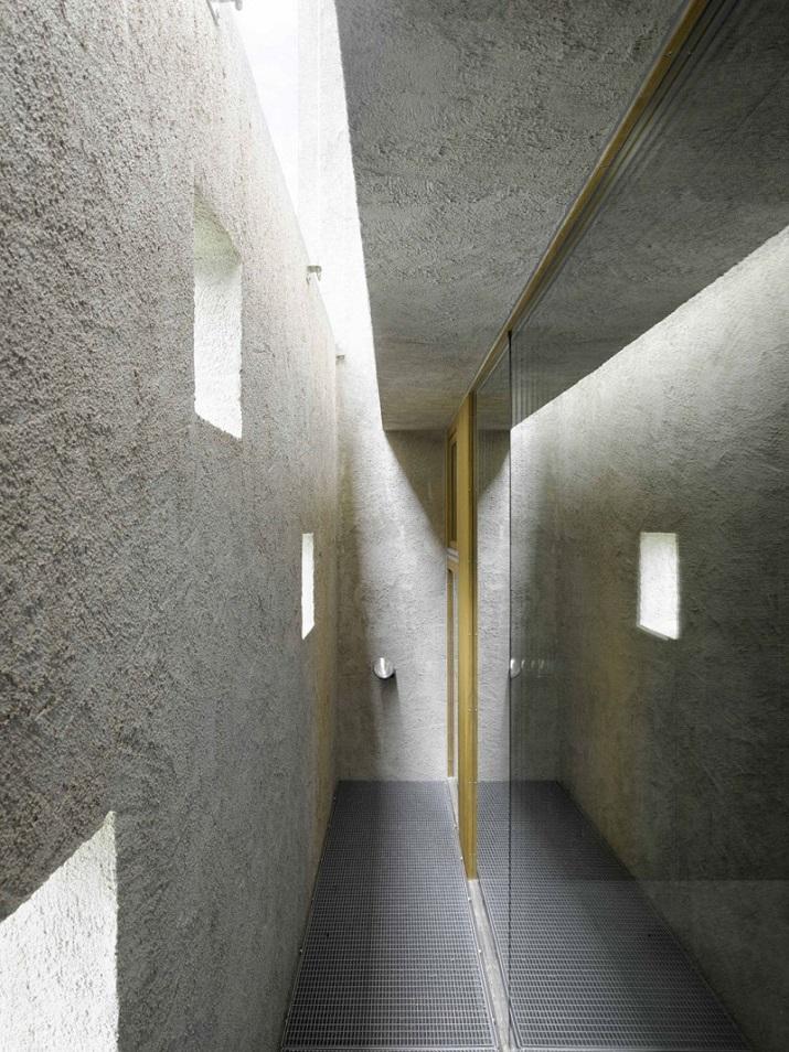 """""""Dieses elegante Haus, in Ranzo, die Schweiz, wird von Wespi de Meuron entworfen.""""  Betonhaus in Ranzo bei Wespi de Meuron Betonhaus in Ranzo bei Wespi de Meuron 09"""