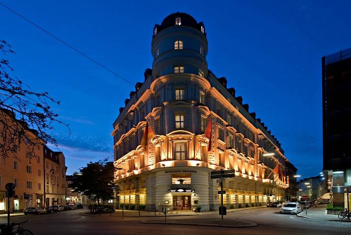 """""""Das Mandarin Oriental, Munich ist trotz seiner zentralen Stadt Lage ein stilles Refugium aus dem Jahre 1875 mit dem Charme und der Eleganz der Neo-Renaissance.""""  Die luxuriöse Hotel Mandarin Oriental in München Die luxur  se Hotel Mandarin Oriental in M  nchen 11"""