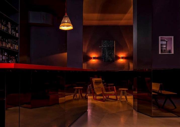 """""""Maxie Eisen, ein Chicagoer Gangster mit deutsch-jüdischen Wurzeln und guten Verbindungen zum berüchtigten Al Capone, am Frankfurter Bahnhofsviertel.""""  Maxie Eisen: Ein Vintage Restaurant/Bar in Frankfurt Maxie Eisen Ein Vintage Restaurant Bar in Frankfurt 07"""