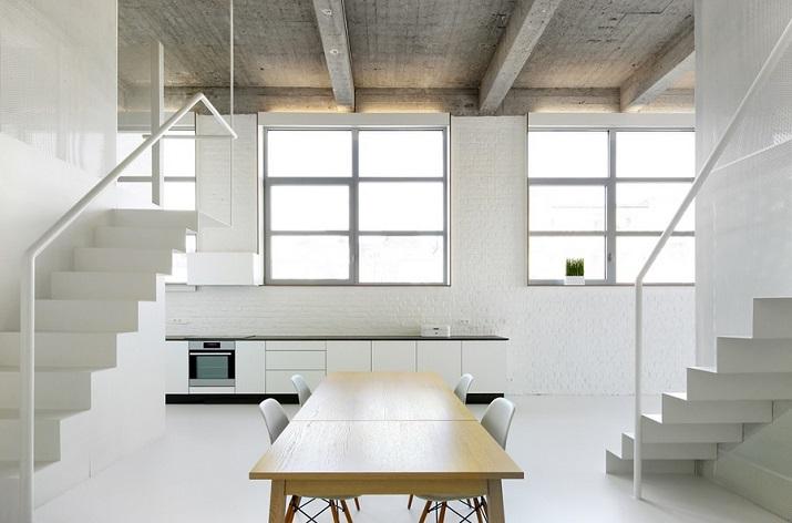 """""""Adn Architects aus Brüssel wissen, wie man Raum & Räume schafft. Zwei metallene Kuben haben sie in einen sehr hohen Raum mit offengelegter Betondecke geschoben.""""  Moderne Wohnung aus Beton bei Adn Architects Moderne Wohnung aus Beton bei Adn Architects 05"""