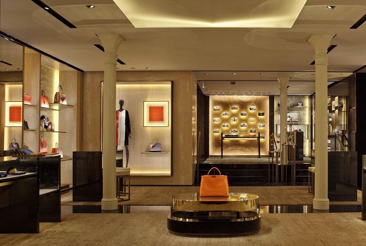 fendi er ffnet ersten flagship store in deutschland. Black Bedroom Furniture Sets. Home Design Ideas