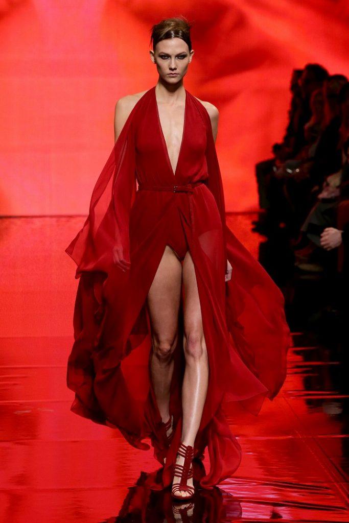"""""""Mode-Signal: Rottöne werden pur gemixt. Mit der Signalfarbe Rot sind Sie nicht nur der absolute Hingucker, sondern modisch up to date!""""  Shopping: Mode & Dekoration Trendfarben Rot Shopping Mode Dekoration Trendfarben Rot 06"""