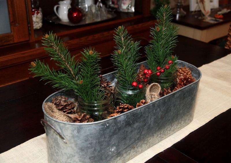 Weinachtsdekoration-Tipp: Kerzen und Zapfen  Weihnachtsdeko-Tipp: Kerzen und Zapfen rustic christmas table decorations