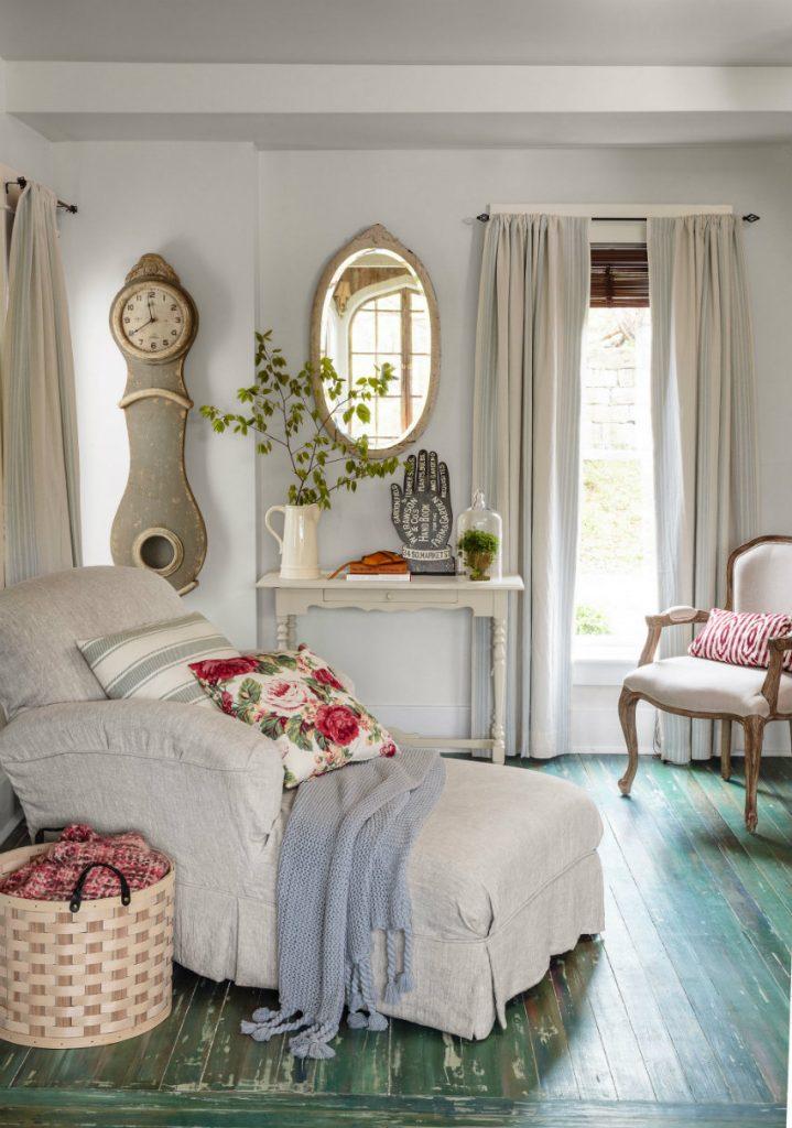 54eb7b7e5562e_-_a-cottage-revival-sitting-room-0314-d1vvgc-s2 Uhren Einzigartige Uhren für Ihr Wohnzimmer 54eb7b7e5562e   a cottage revival sitting room 0314 d1vvgc s2