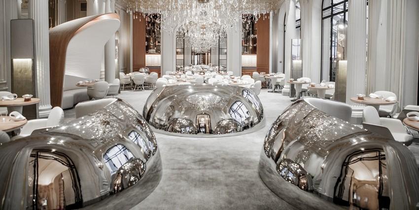 Die schönsten Designer Hotels in Paris die Sie besuchen müssen designer hotels Die schönsten Designer Hotels in Paris die Sie besuchen müssen entrance of alain ducasse au plaza athenee restaurant