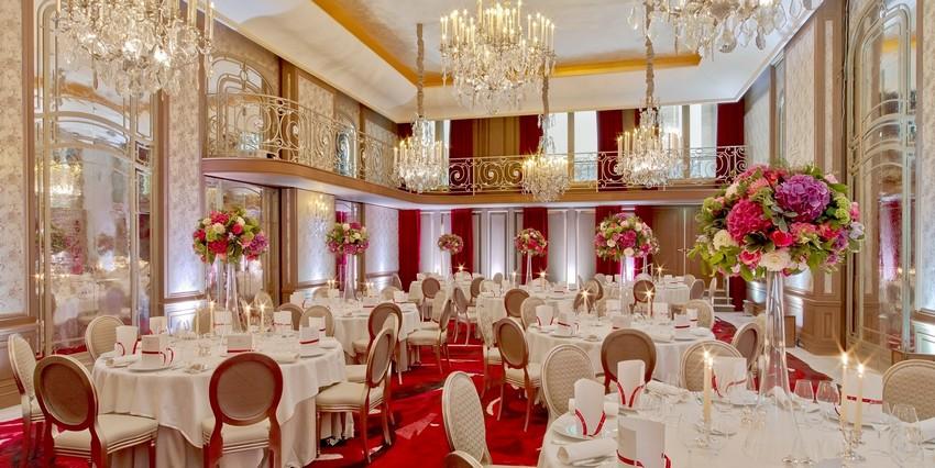 Die schönsten Designer Hotels in Paris die Sie besuchen müssen designer hotels Die schönsten Designer Hotels in Paris die Sie besuchen müssen haute couture venue at hotel plaza athenee