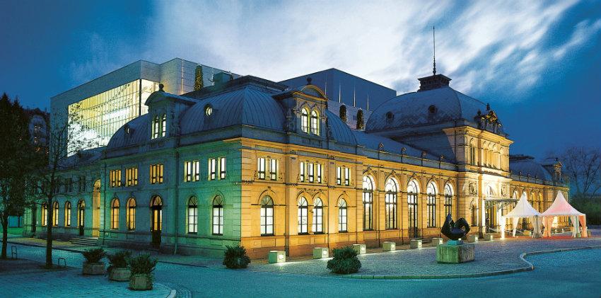 2_festspielhaus-bei-nacht-platzhalter Baden-Baden Warum Baden-Baden die exquisiteste Stadt Deutschlands ist 2 festspielhaus bei nacht platzhalter